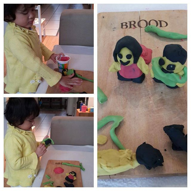 Play with Playdough (1)