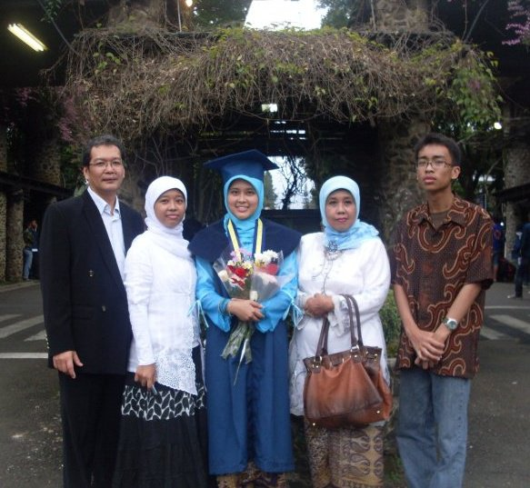 Our Family: Papa, Kakak, saya, Mama, Pay2