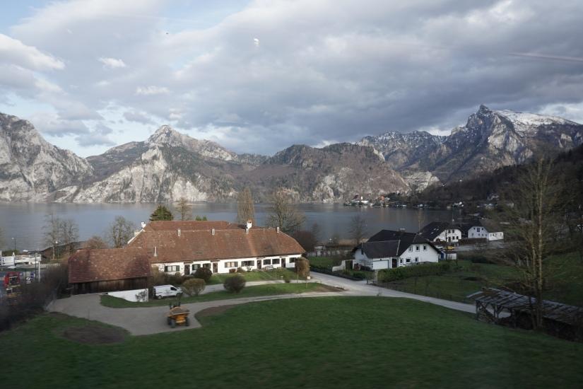 Pemandangan di kereta sepanjang Hallstatt-Innsbruck