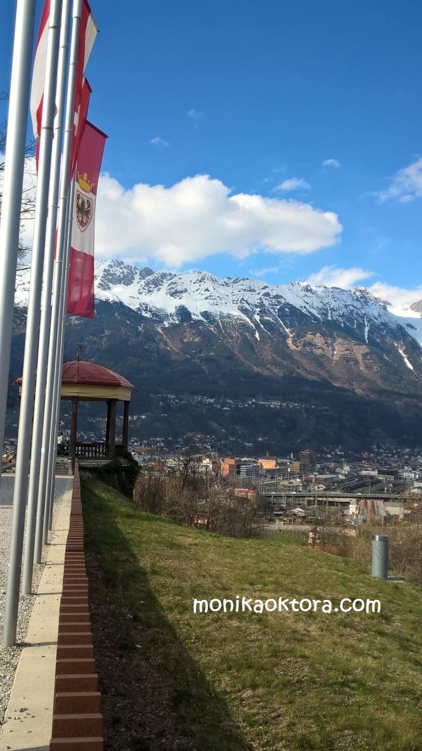Pemandangan sekitar Tirol Panorama, itu Pavillon-nya