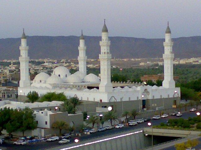 Masjid Quba dari luar, sumber di sini
