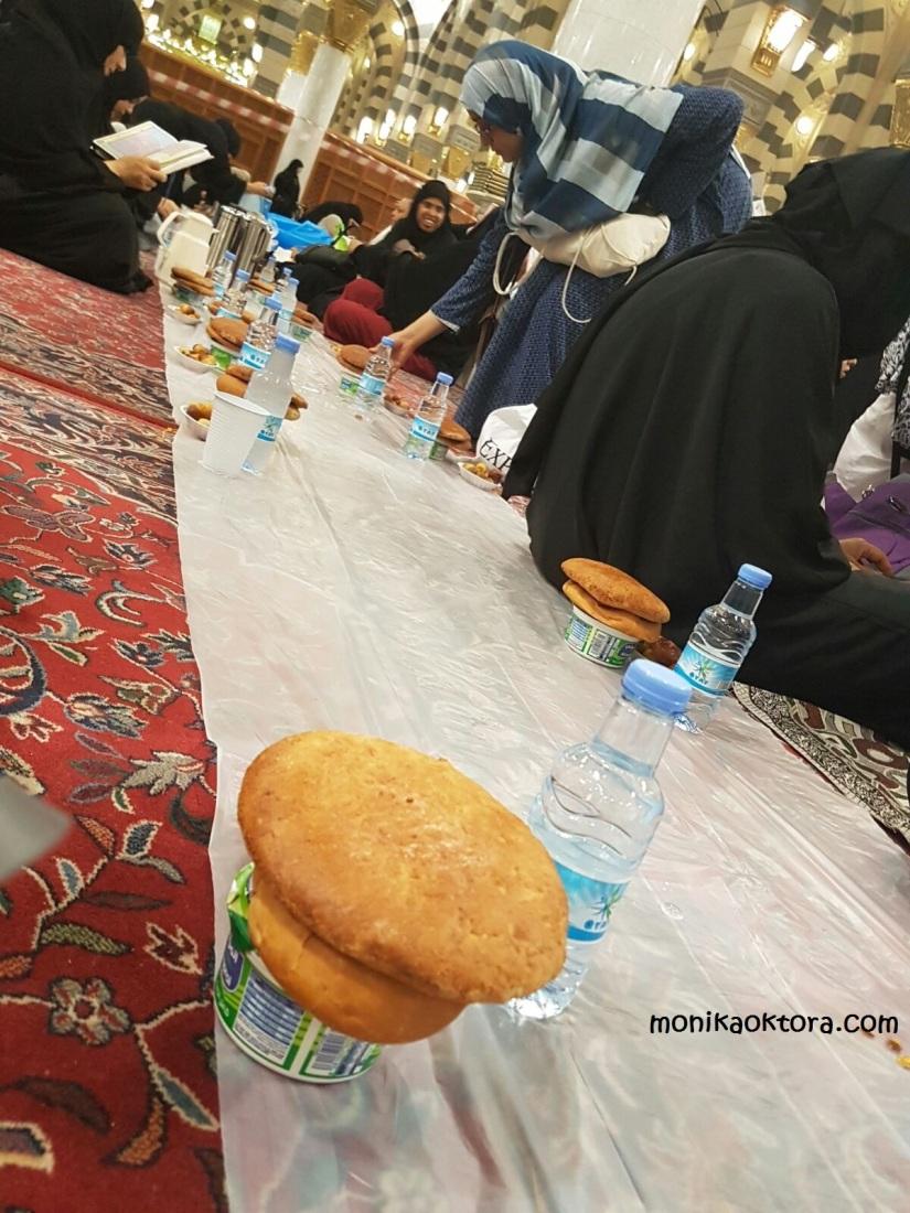 Berbuka puasa di Masjid Nabawi, setiap Senin dan Kamis