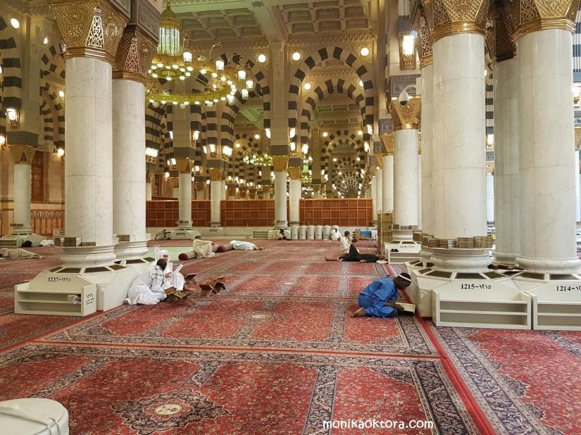 Bagian dalam Masjid Nabawi, tempat ikhwan